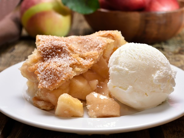 _gallery_peacockes_apple_pie_with_ice_cream.jpeg