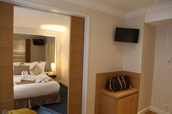 An image labelled Chambre Double Junior Suite