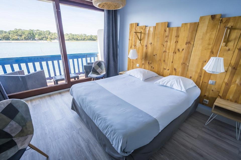 Chambre supérieure avec vue sur le lac